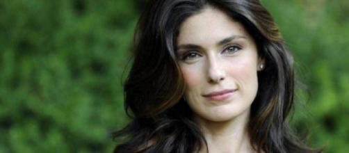 Anna Valle interpreta Silvia Caruana in 'Vite in Fuga'.