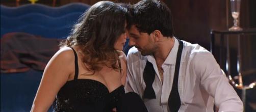 Ballando con le Stelle, Elisa Isoardi: 'Io e Raimondo? Mi sto innamorando'.