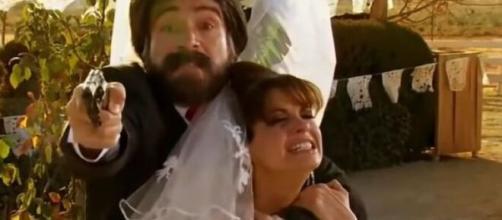 Álvaro sequestra Karina em 'Quando Me Apaixono'. (Reprodução/Televisa)