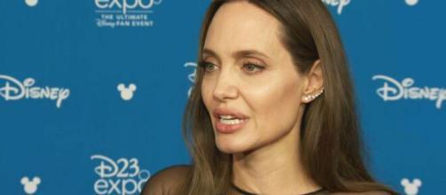 Angelina Jolie e seu ex-marido Brad Pitt são ateus. (Arquivo Blasting News)