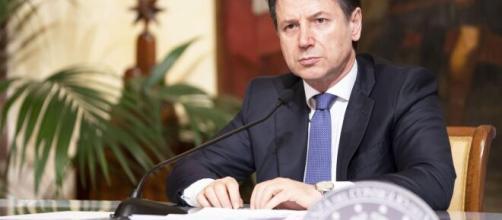 .Giuseppe Conte, il Presidente del Consiglio, durante una conferenza stampa.