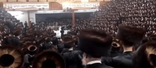 La boda que reunió a 7.000 judíos jasídicos sin respetar las normas sanitarias contra el coronavirus en Nueva York