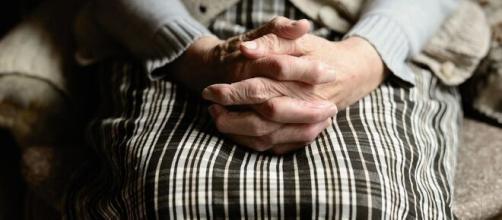 manos anciana - Blog del CRE de Alzheimer - imserso.es