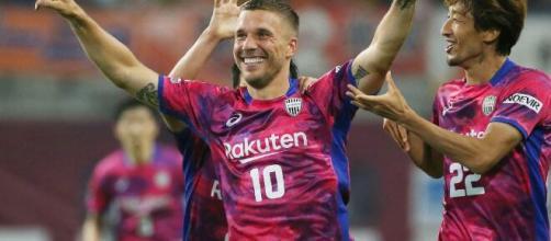 Lukas Podolski ainda atua, mesmo longe dos grandes centros. (Arquivo Blasting News)