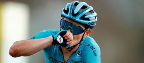 Miguel Angel Lopez vittorioso nella tappa di Col de Loze al Tour de France.