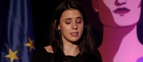 Irene Montero llorando en el acto del 25-N