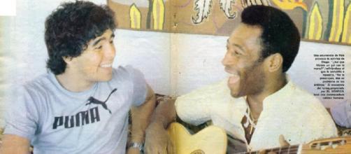 Maradona e Pelé in occasione del loro primo incontro nel 1979.