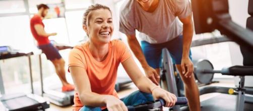 Alimentação e exercícios físicos são aliados na prevenção da celulite. (Arquivo Blasting News)