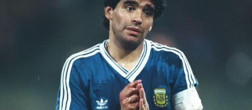 Diego Maradona foi homenageado por todos os clubes argentinos. (Arquivo Blasting News)