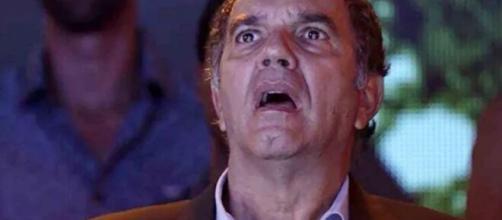 """Eurico desesperado em """"A Força do Querer"""". (Reprodução/TV Globo)"""