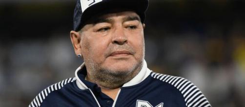 Funcionário perde o emprego após tirar foto com corpo de Maradona. (Arquivo Blasting News)