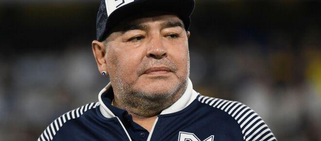 Funcionário de funerária perde o emprego após tirar foto com o corpo de Maradona