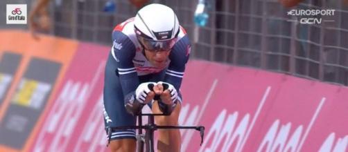 Vincenzo Nibali impegnato al Giro d'Italia.
