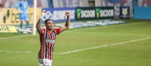 Autor de dois gols, Luciano já balançou 11 vezes as redes neste campeonato. (Arquivo Blasting News)
