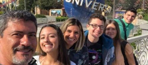 Filha de Tom Veiga desaba após perder o pai no dia do aniversário. (Arquivo Blasting News)
