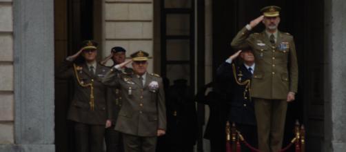 Mandos militares retirados envían al Rey una carta con fuertes críticas al gobierno y a sus políticas de cooperación con nacionalistas.