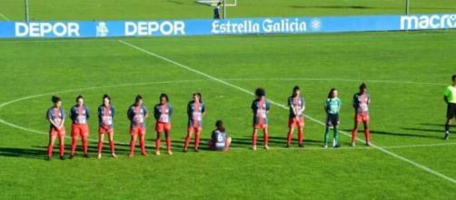 Maradona, calciatrice spagnola rifiuta il minuto di silenzio e si siede di spalle contro la tribuna.