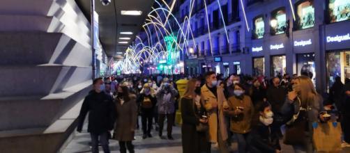 En algunas ciudades no se anunciará la hora del encendido de luces para evitar que la gente se junte.