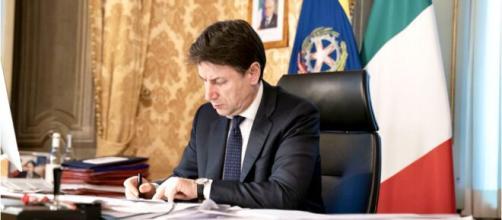 Giuseppe Conte ha firmato il nuovo Dpcm che vede un'Italia divisa in tre aree: verdi, arancioni e rosse.