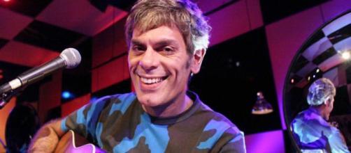 Liderado pelo cantor Roger Moreira, o grupo paulista Ultraje a Rigor tem músicas de sucesso nas novelas da Globo. (Arquivo Blasting News)