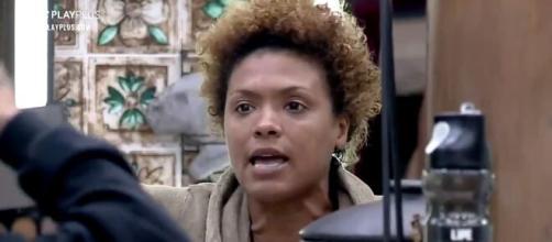 Lidi confessa para peões que estava prestes a bater o sino em 'A Fazenda 12' (Reprodução/Record TV)