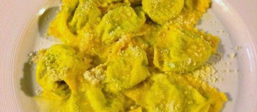Tortelli ripieni di carciofi, un delizioso piatto italiano.