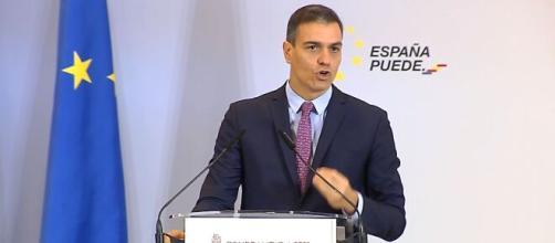 """Vídeo: Sánchez dice que las campañas de vacunación """"podrían estar listas"""" en mayo."""