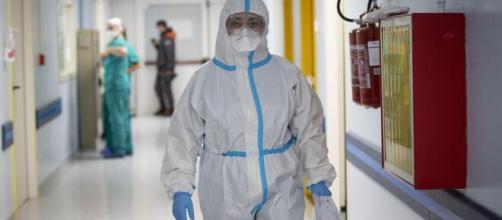Coronavirus, oggi 37.809 nuovi contagi in Italia e 446 decessi.