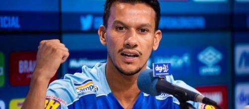 Ídolo no Cruzeiro, Henrique retornou à equipe para ajudar na Série B. (Arquivo Blasting News)