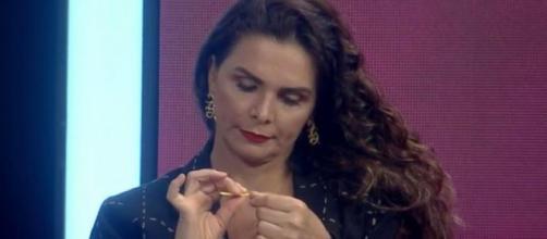 Luiza Ambiel e Solange Gomes trocam farpas e rompem amizade. (Reprodução/Record TV)