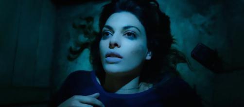 Un posto al sole Angela Poggi (Claudia Ruffo) sepolta viva.