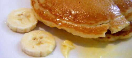 Banana pancakes are among the most popular variations to the breakfast staple. [Image Source: Rosa Say/Flickr]