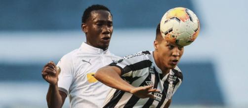 Santos larga em vantagem no confronto contra a LDU após vencer fora de casa. (Arquivo Blasting News)