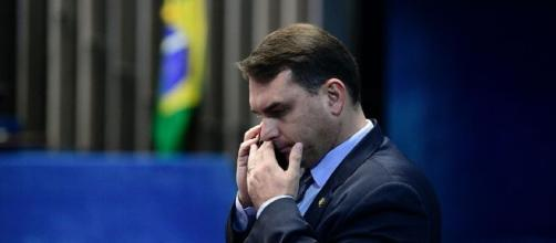 Abin fez relatórios para ajudar Flávio Bolsonaro no caso Queiroz. (Arquivo Blasting News)