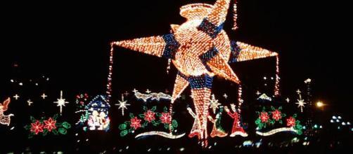 En México,la piñata s un símbolo de la Navidad