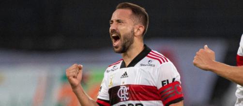 Everton Ribeiro pode ser um dos grandes destaques da rodada. (Arquivo Blasting News)