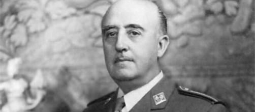 La carta que solicitaba la dimisión a Francisco Franco