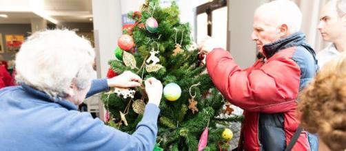 Los ancianos son un tesoro para muchas familias, acompañarlos es muy valioso para ellos durante la Navidad.