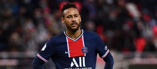 Neymar salió lesionado ante Olimpique Lyon.