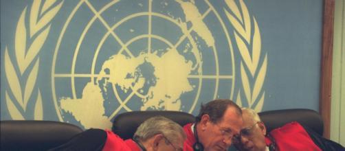 Na foto, juízes do Tribunal Penal Internacional de Haia. (Arquivo Blasting News)