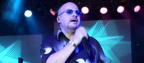 Paulinho, vocalista do Roupa Nova morreu aos 68 anos. (Arquivo Blasting News)