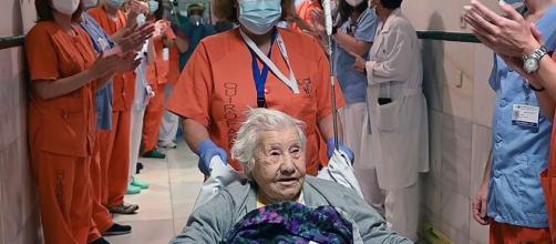 Una paciente de 104 años supera satisfactoriamente la enfermedad mortal de coronavirus en España.