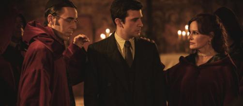Il Segreto, trame Spagna: Tomas scopre che Isabel fa parte della setta degli Arcangeli.