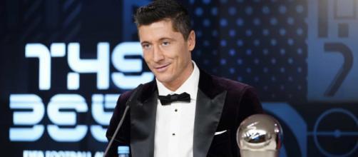 Lewandowski bate Messi e Cristiano Ronaldo e é eleito o melhor jogador do mundo. (Reprodução/Twitter)