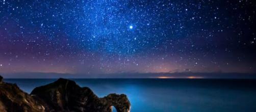 Previsioni zodiacali del 3 dicembre: Toro e Gemelli innamorati, Scorpione concentrato..