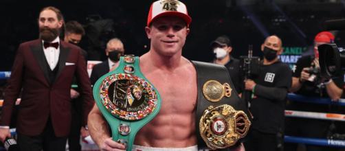 'Canelo' Álvarez sube al ring y vence a Callum Smith