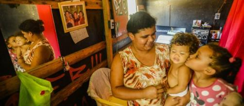 Crise trazida pelo coronavírus acelera o empobrecimento do povo brasileiro. (Arquivo Blasting News)