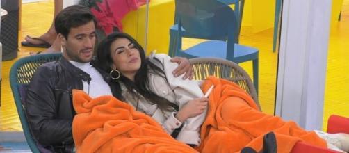 Grande Fratello Vip, Giulia frena con Pierpaolo: 'Il mio comportamento cambierà'.