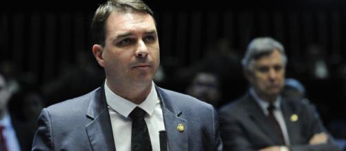 Proteção a Flávio Bolsonaro é negociada por sucessão no senado. (Arquivo Blasting News)