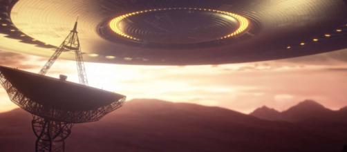 Un étrange signal radio, semblant provenir de l'étoile Proxima du Centaure, relance le débat sur une possible vie extraterrestre.